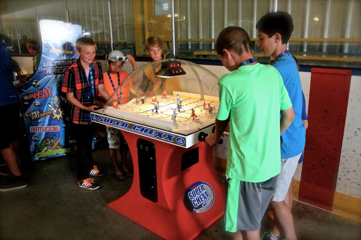 Super Chexx Arcade Dome Hockey